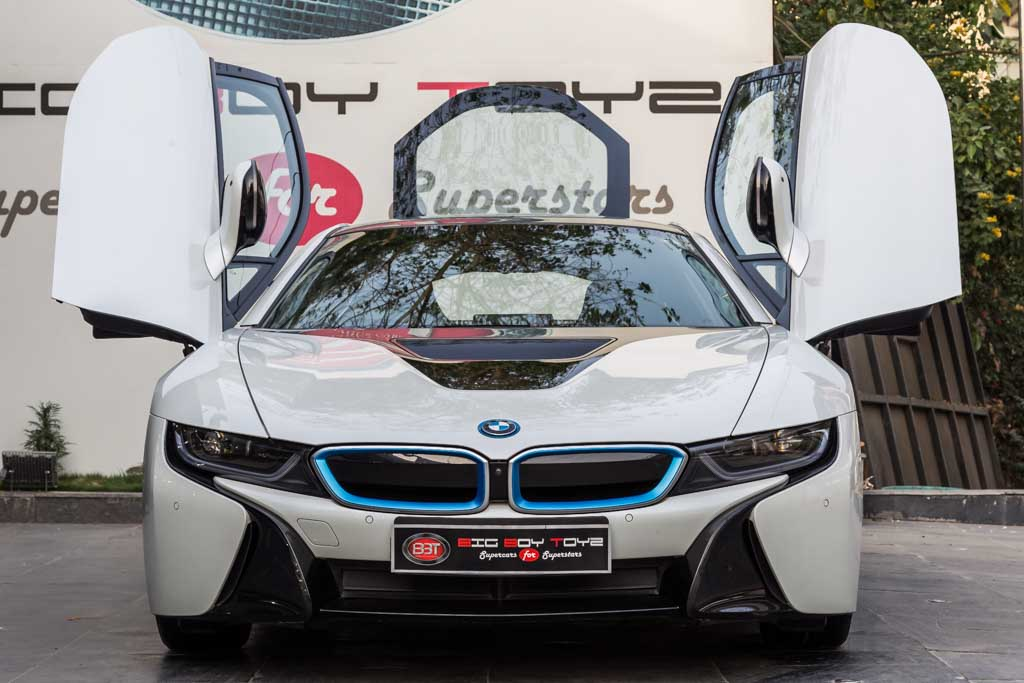 The Proficient being from Bavaria: BMW i8 Review