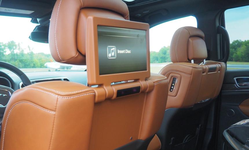 two 9 inch screens grand Jeep Cherokee SRT