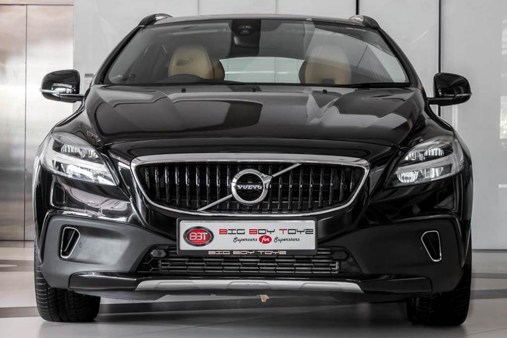 2016 Used Volvo V40 Inscription Cross Country