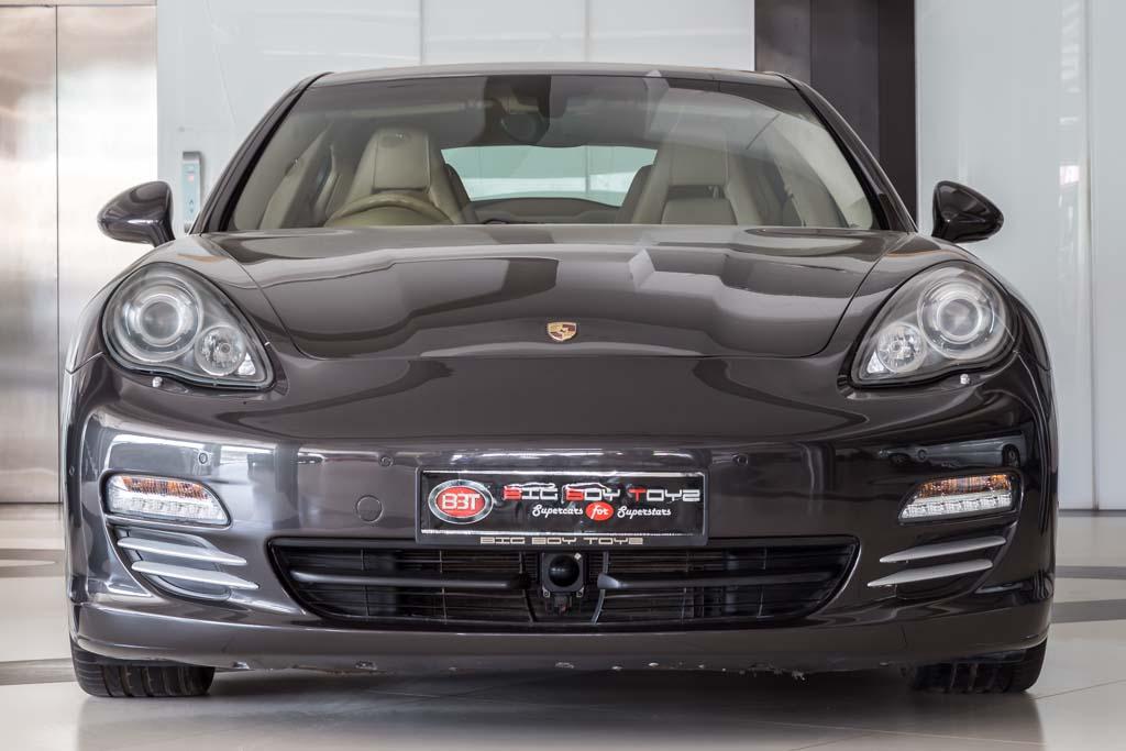 2009-Porsche-Panamera-4S-Grey-1