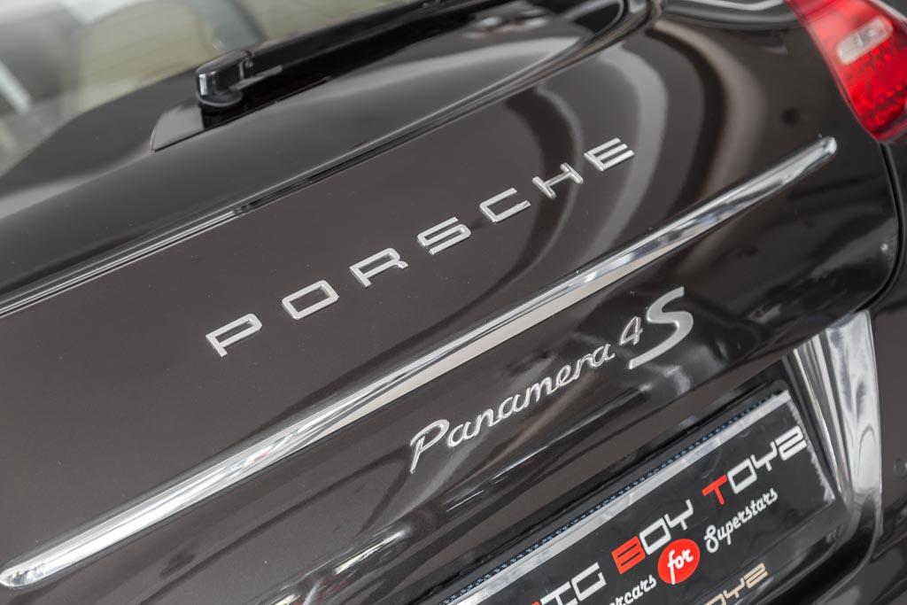 2009-Porsche-Panamera-4S-Grey-11