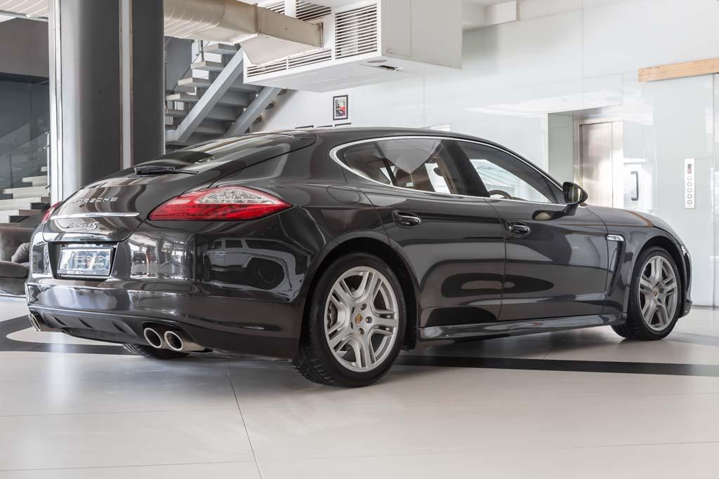 2009-Porsche-Panamera-4S-Grey-9