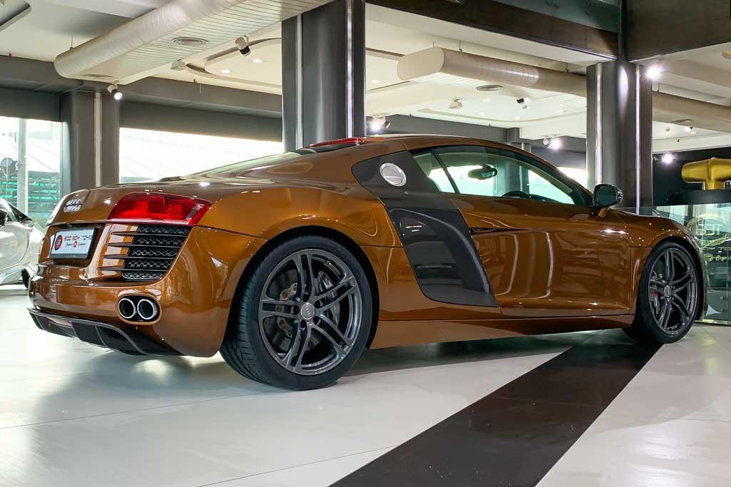 2010-Used-Audi-R8-Samoa-Orange-Metallic-2
