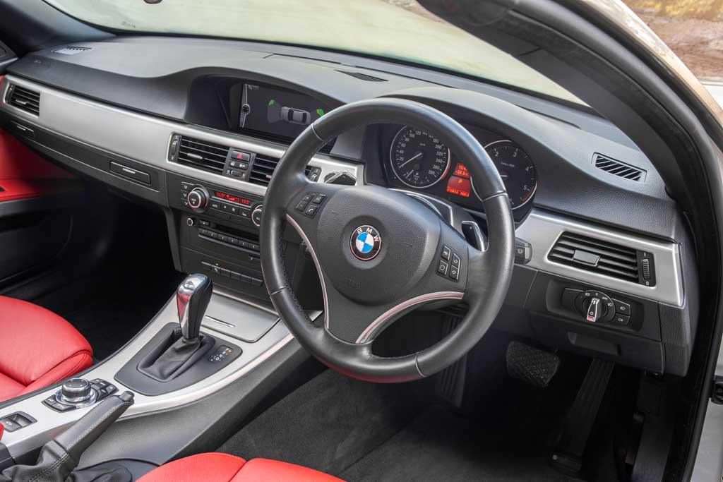 2011-BMW-330d-Convertible-17