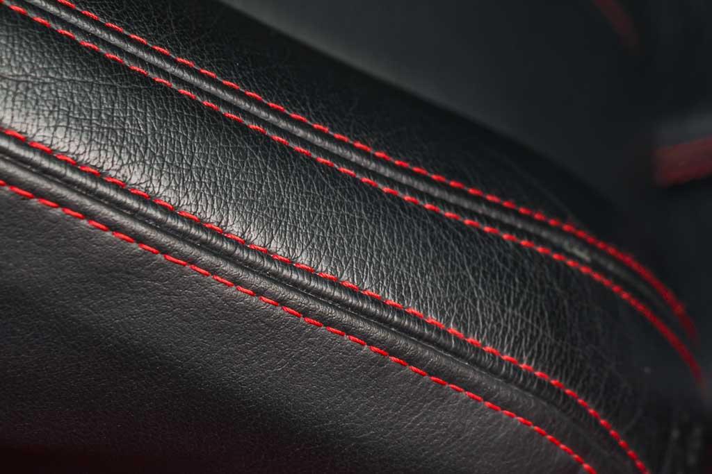 2011-Maserati-GranTurismoS-Red-18