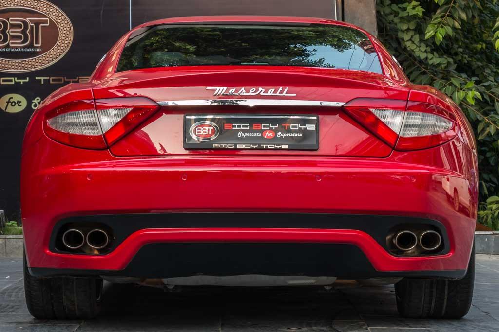 2011-Maserati-GranTurismoS-Red-25