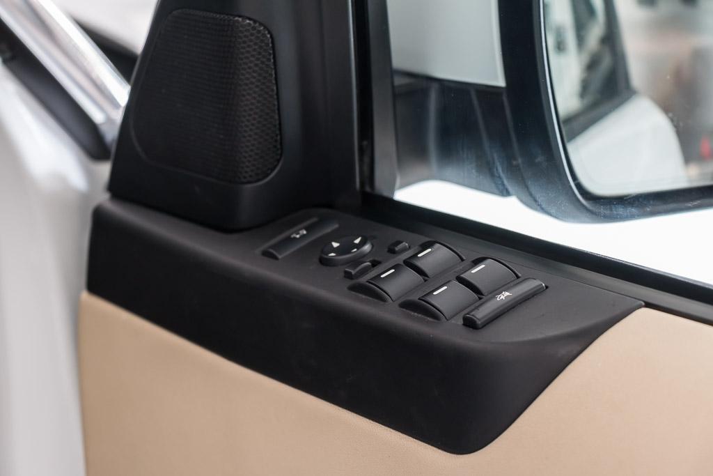 2011-Range-Rover-Vogue-10
