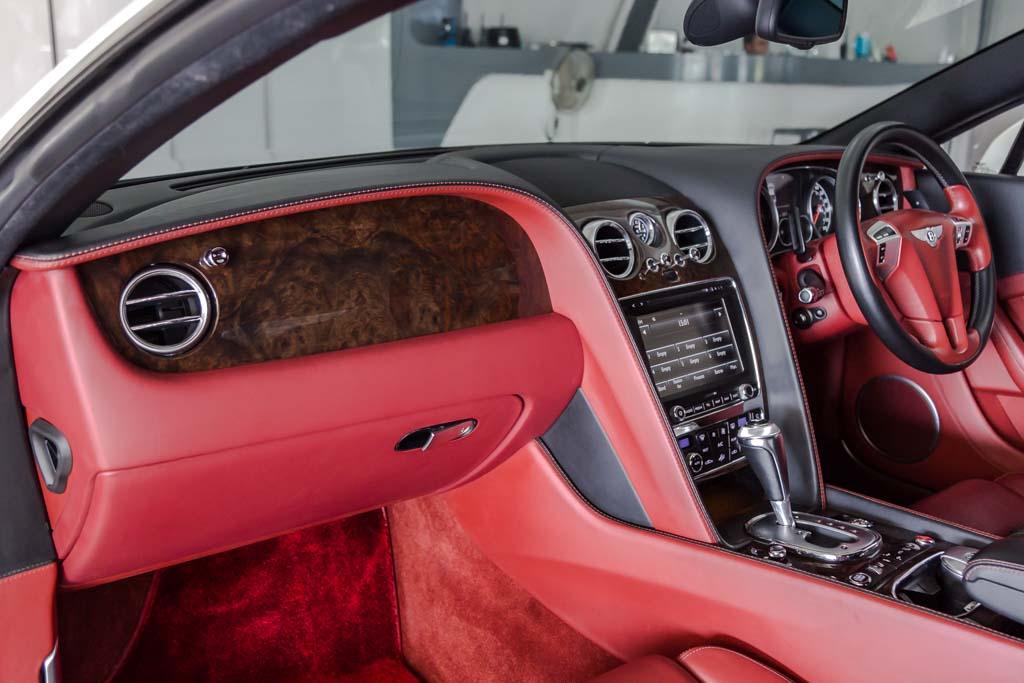 2012-Bentley-Continental-GT-W12-RED-&-BLACK-interior-23