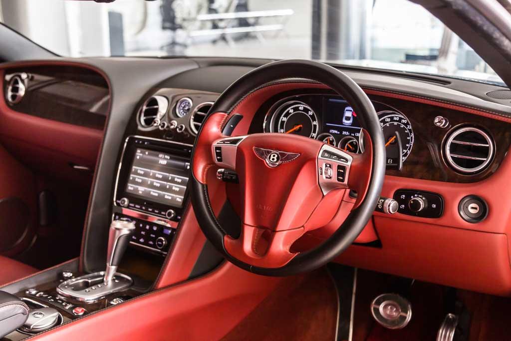 2012-Bentley-Continental-GT-W12-RED-&-BLACK-interior-9
