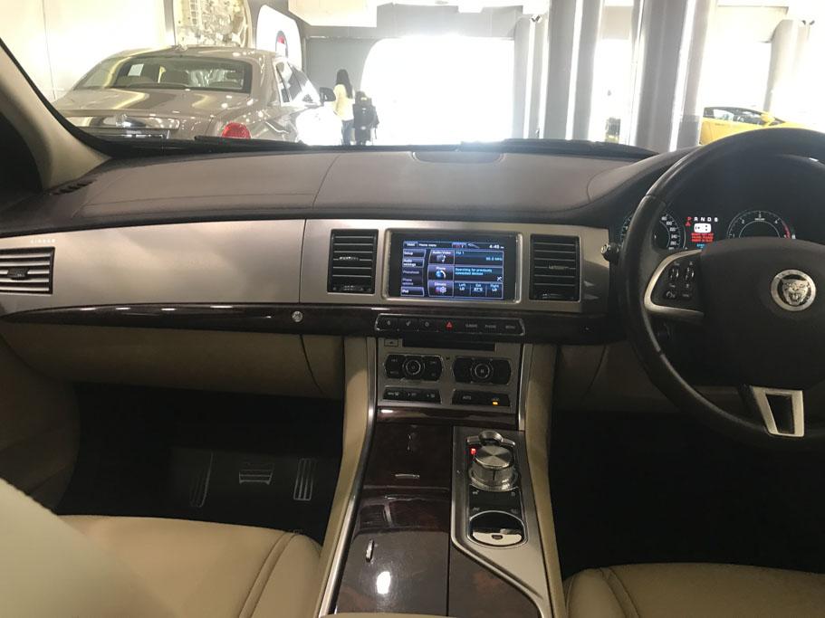 2012-Jaguar-XF-'S'-12