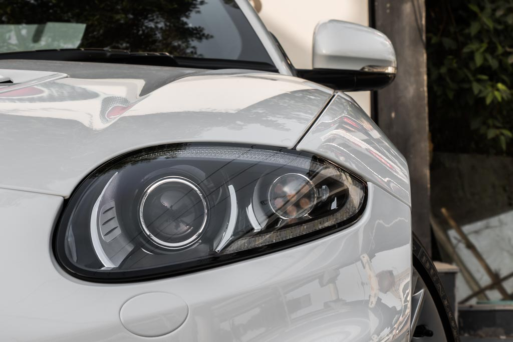 2012-Jaguar-XKR-White--4