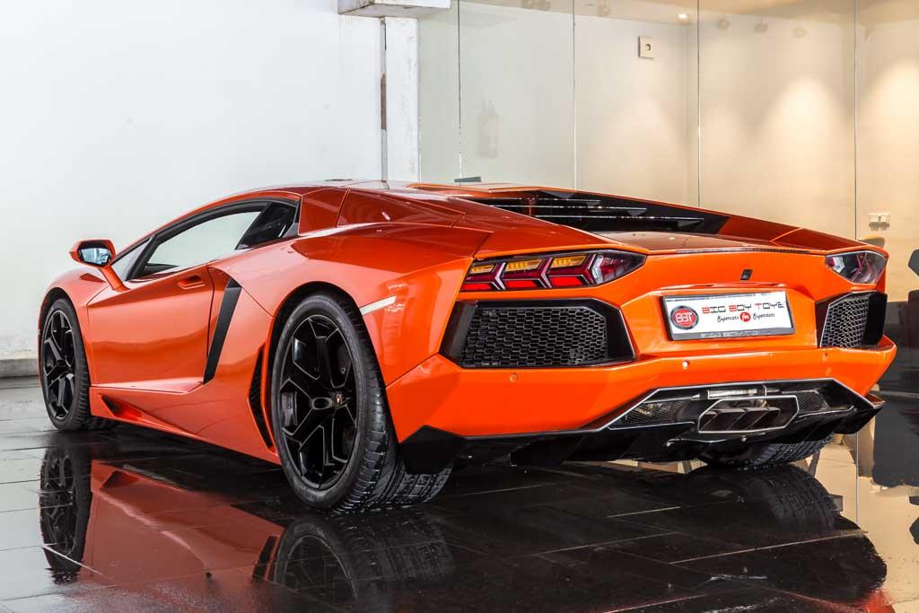 2012-Lamborghini-Aventador-LP-700-4-Orange-20