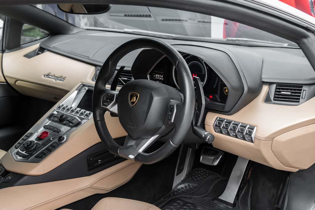 2012-Lamborghini-Aventador-LP-700-4-White-26