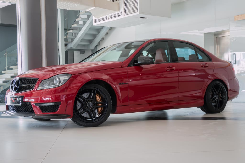 2012-Mercedes-Benz-C63-AMG-(3-of-32)