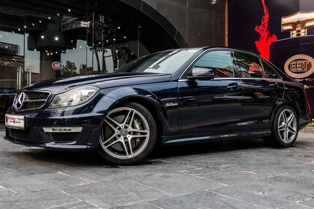 2012-Mercedes-Benz-C63-amg-BLUE-11