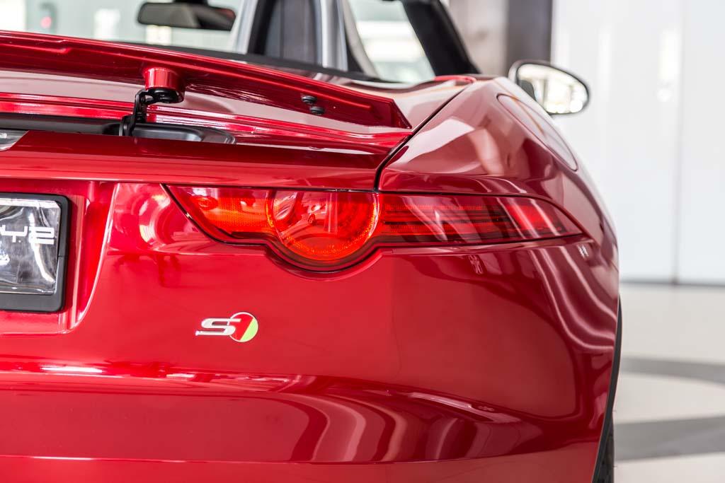 2013-Jaguar-F-Type-S-Red-27