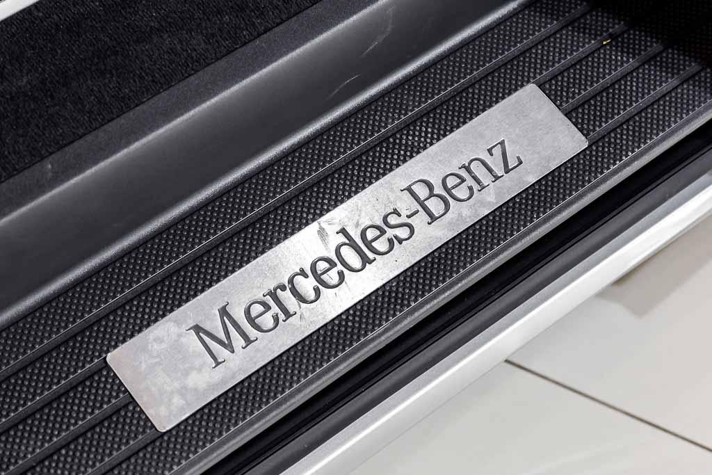 2013-Mercedes-Benz-Viano-Silver-17