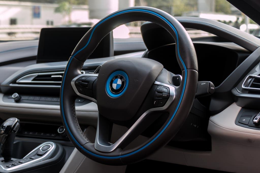 2014-BMW-i8-(24-of-30)