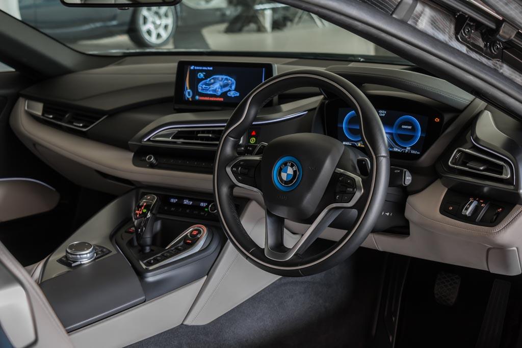 2014-BMW-i8-4