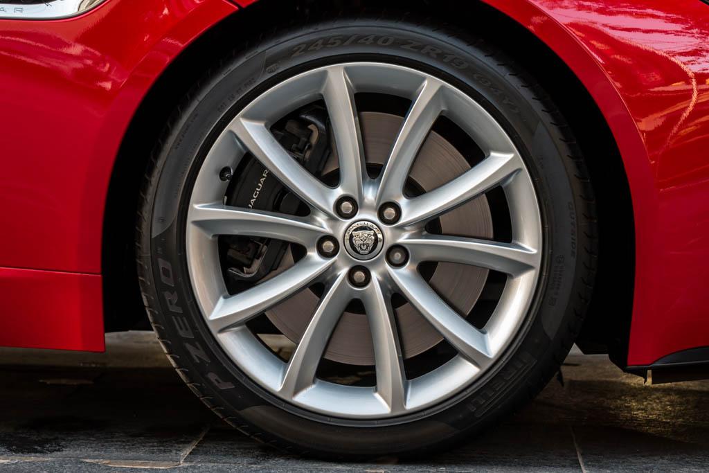 2014-Jaguar-F-Type-S-Red-27