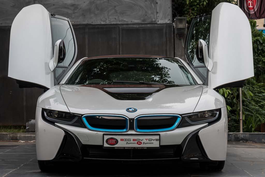 2015-BMW-I8-White-20