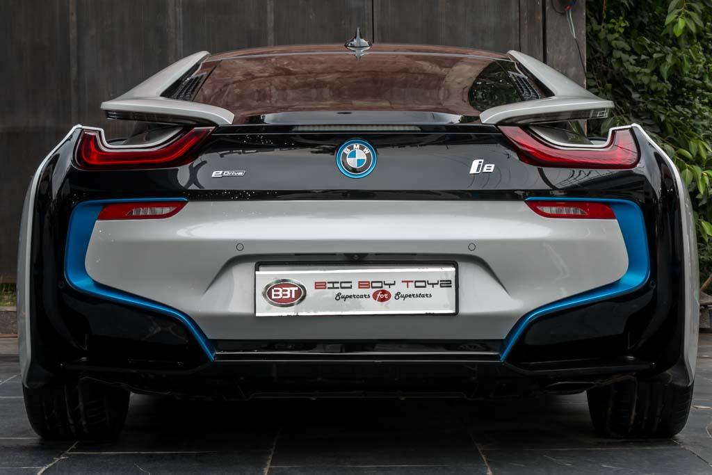2015-BMW-I8-White-29