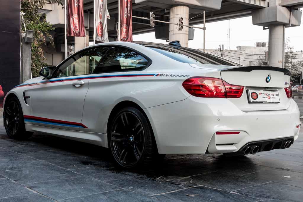 2015-BMW-M4-32