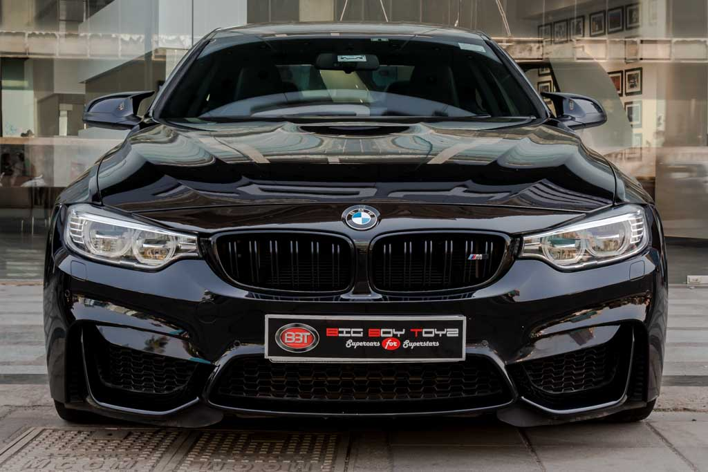 2015-BMW-M4-Coupe-BLACk-22
