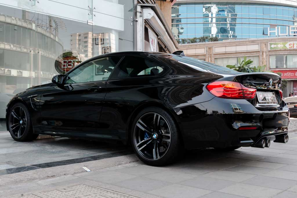 2015-BMW-M4-Coupe-BLACk-23