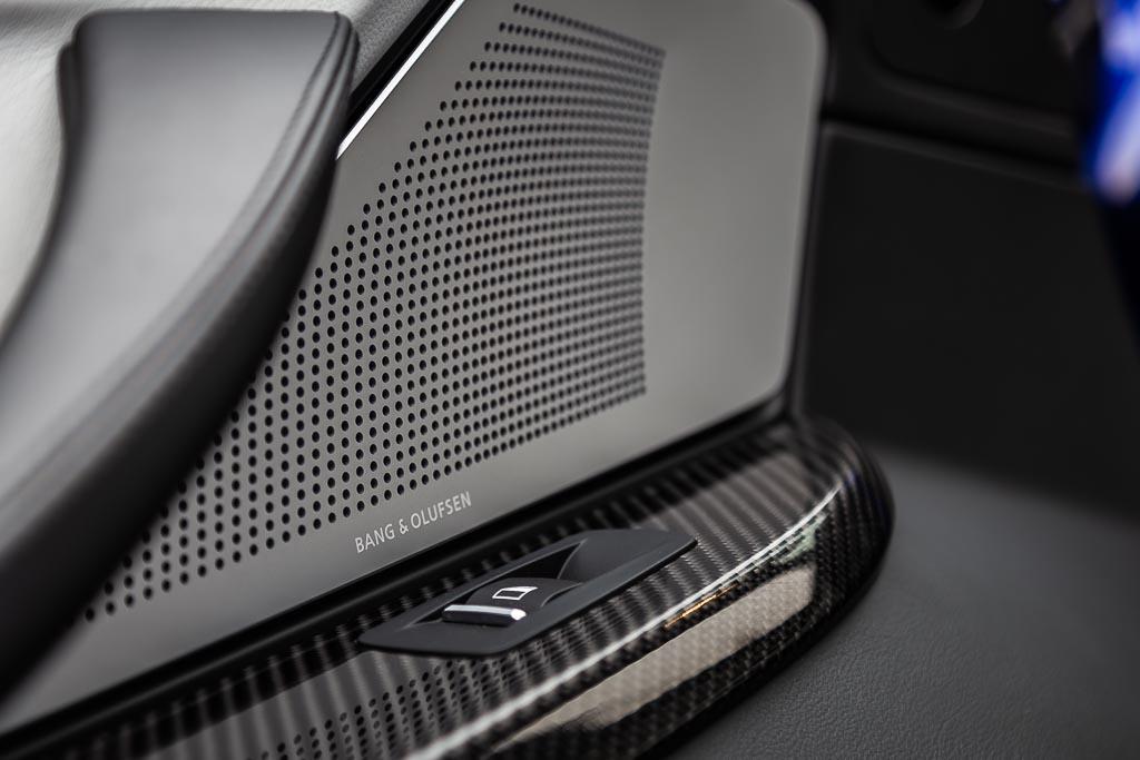 2015-BMW-M6-Gran-Coupe-Blue-21