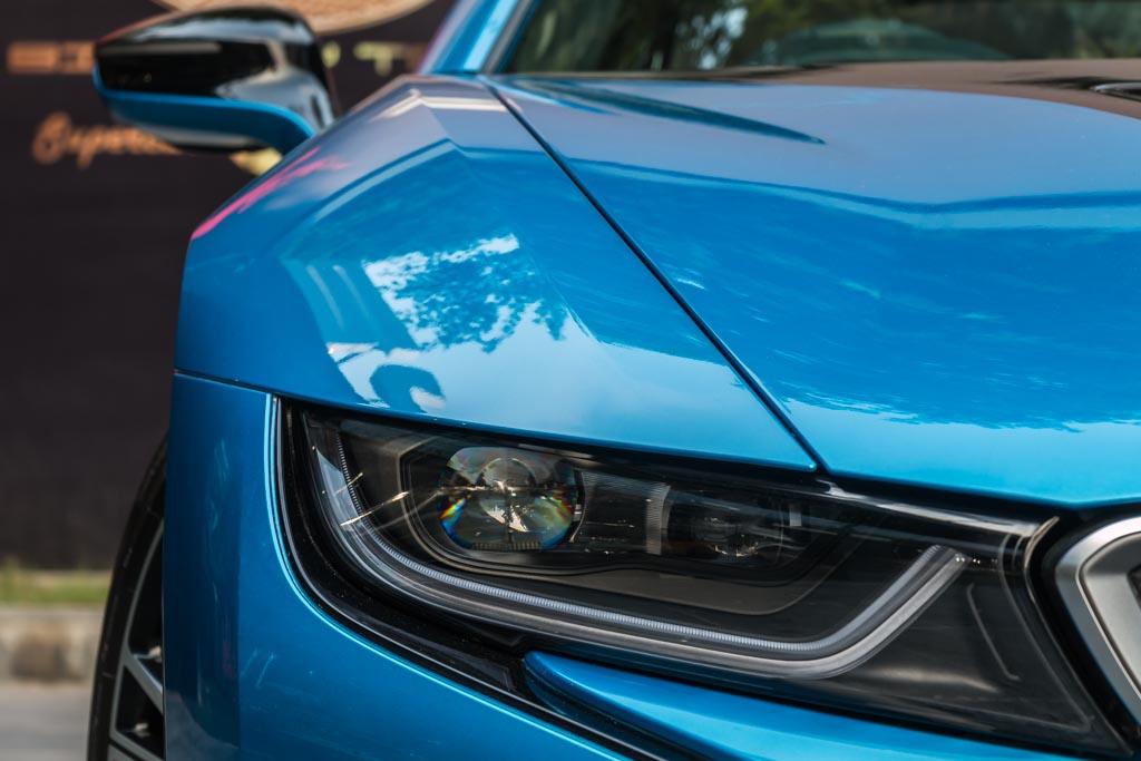 2015-BMW-i8-16