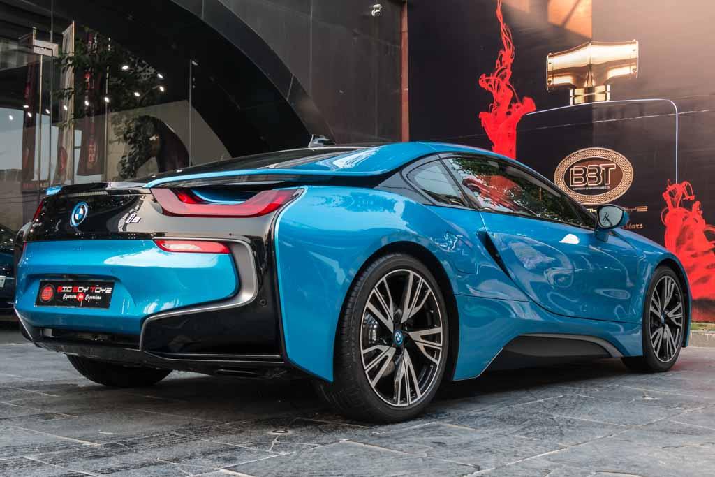 2015-BMW-i8-26