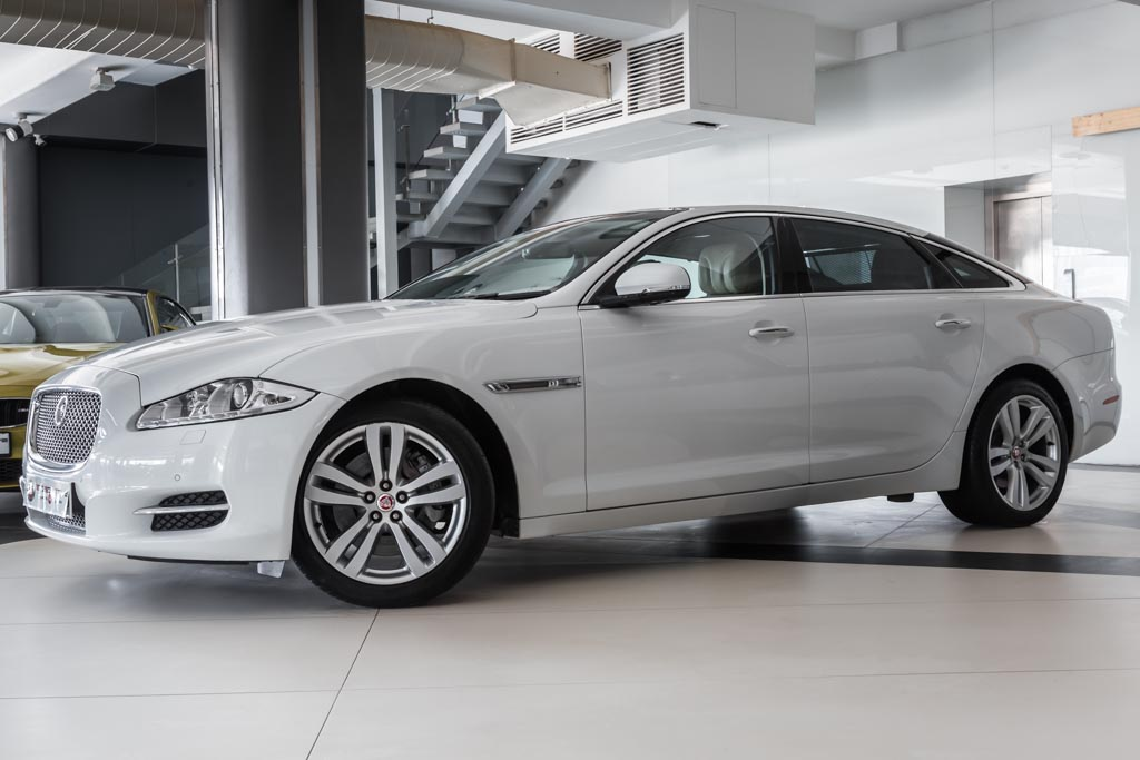 2015-Jaguar-XJL-(3-of-32)