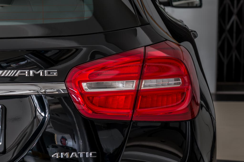 2015-Mercedes-Benz-GLA-45-AMG-BLACK-25