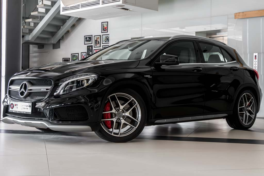 2015-Mercedes-Benz-GLA-45-AMG-BLACK-3