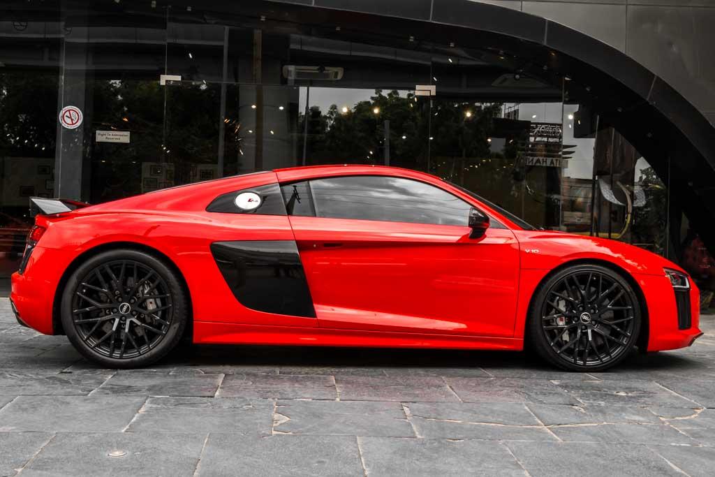 2016-Audi-R8-V10-Plus-Red-32
