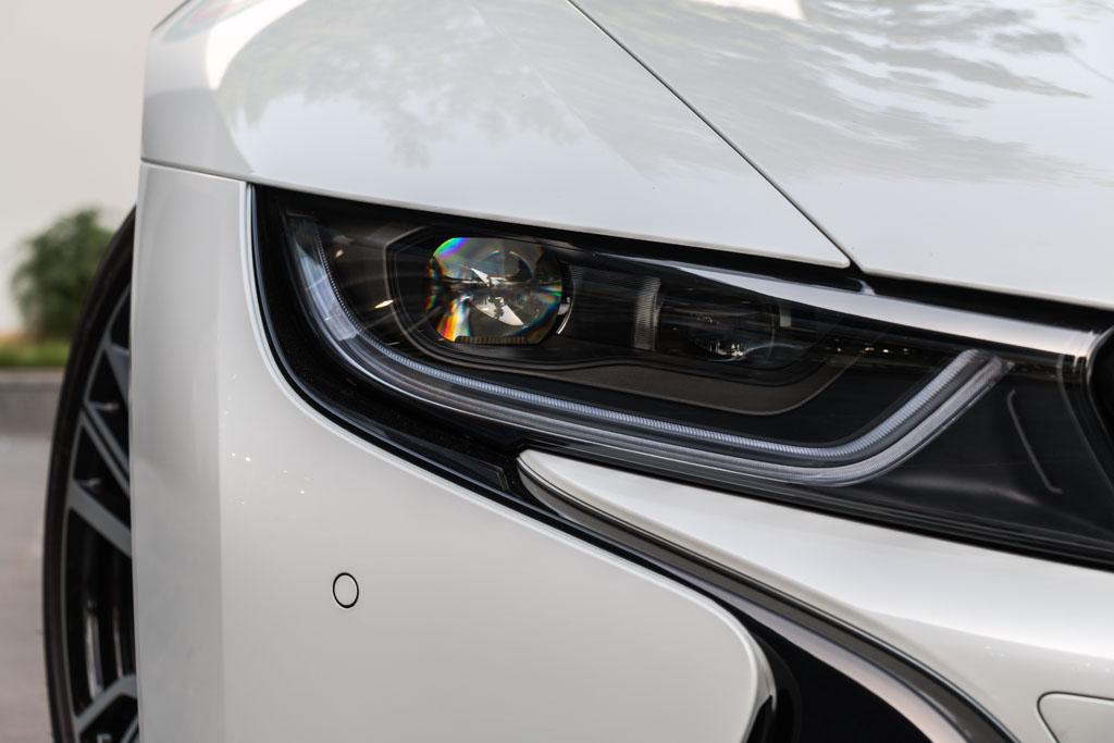 2016-BMW-i8-17