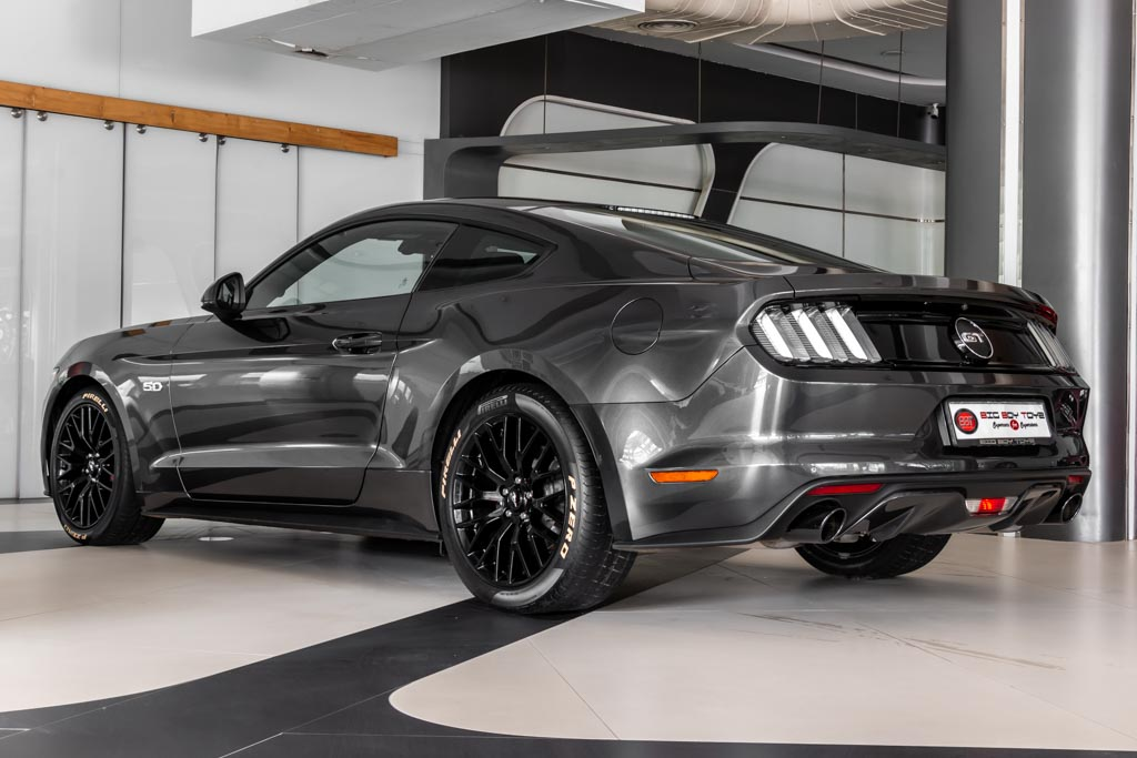2016-Ford-Mustang-Gery-22