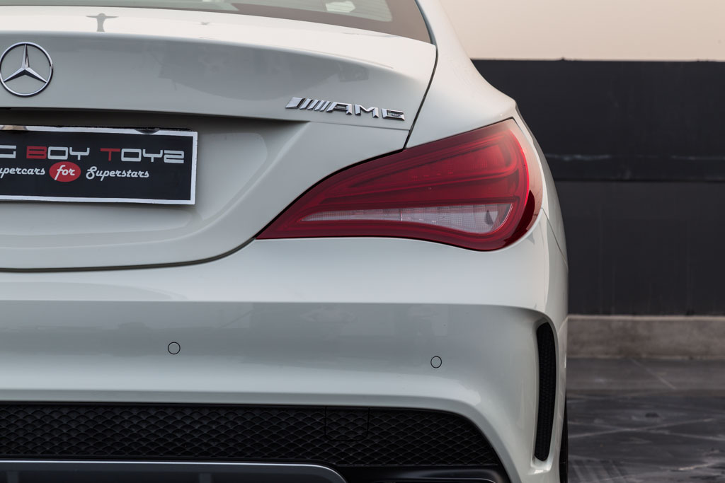 2016-Mercedes-Benz-CLA-45-AMG-White-31