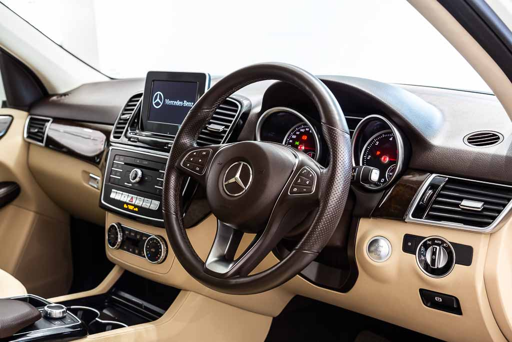 2016-Mercedes-GLE-250-White-(7-of-23)