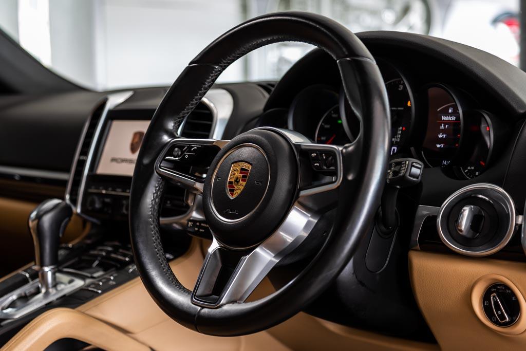 2016-Porsche-Cayenne-Diesel-10