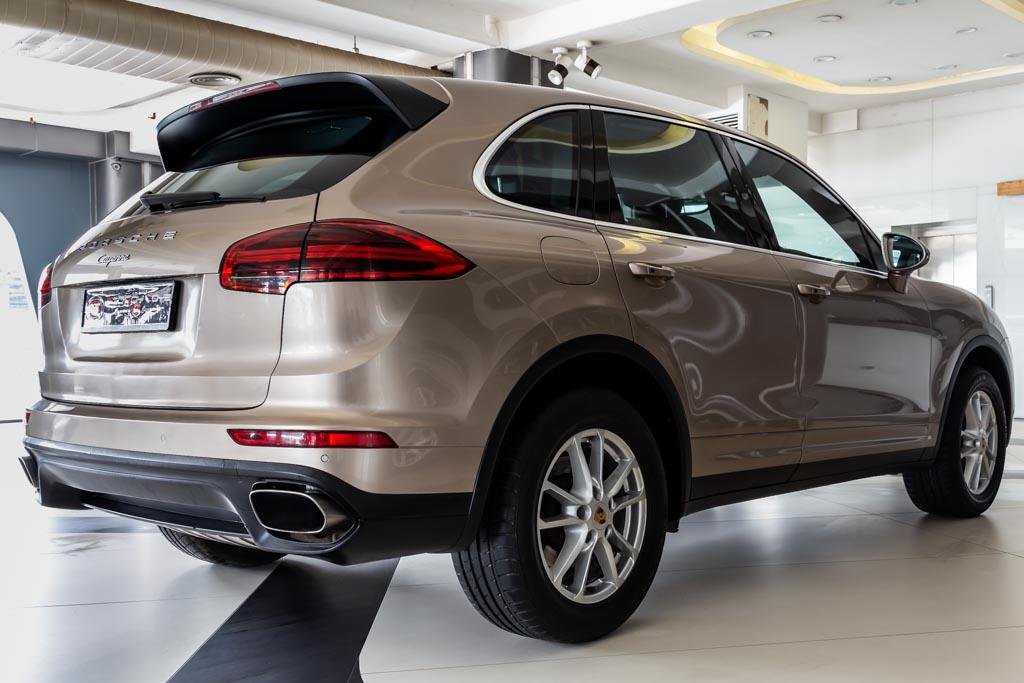 2016-Porsche-Cayenne-Diesel-24