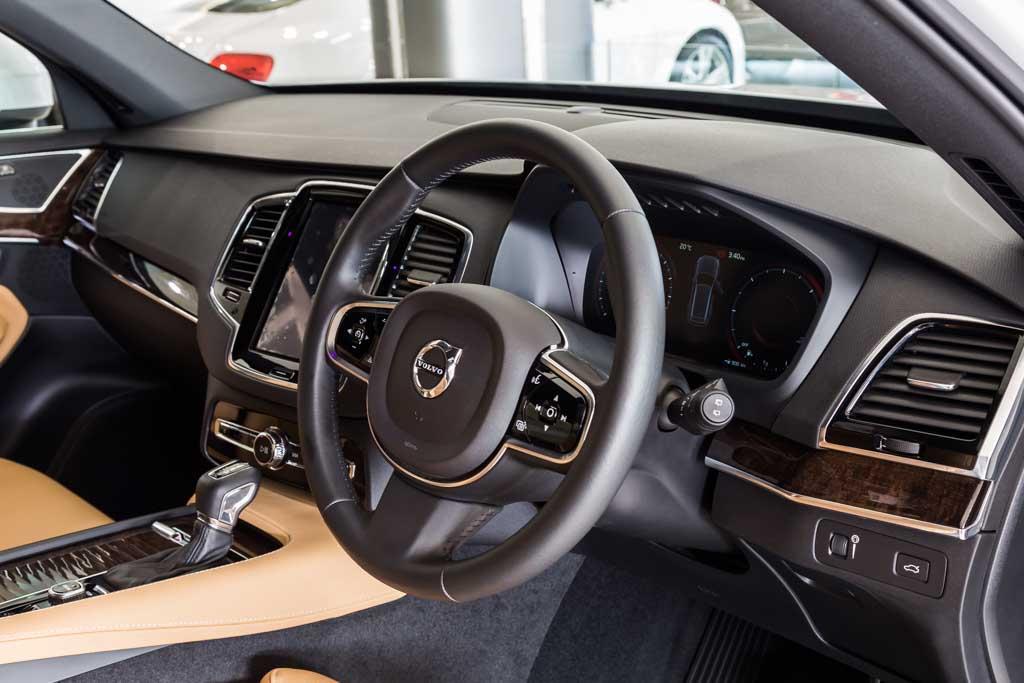 2016-Volvo-XC90-D5-8