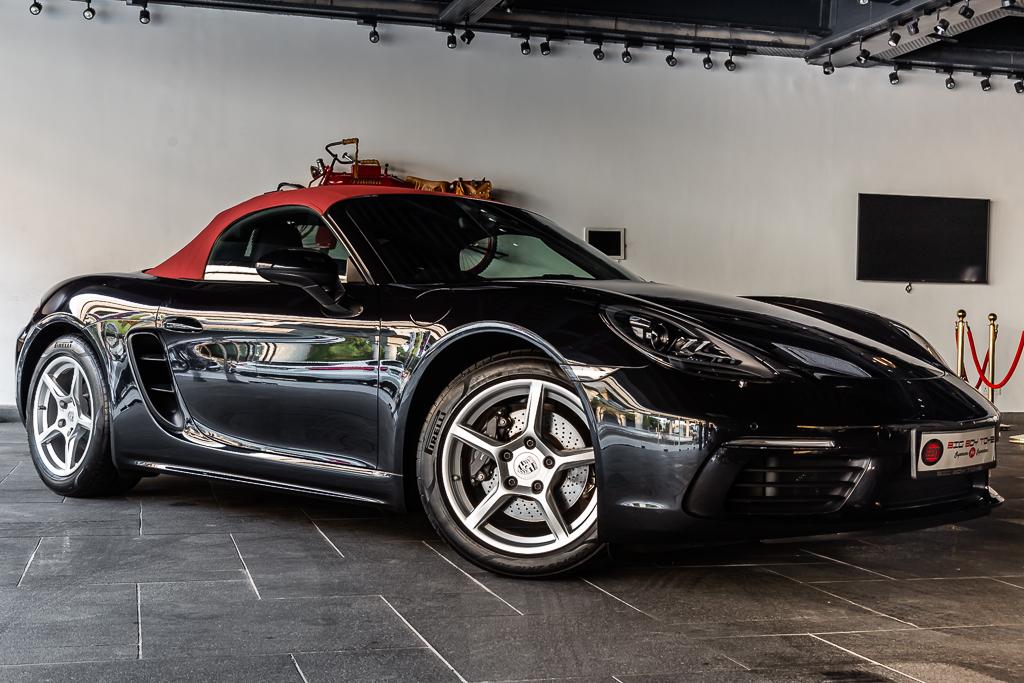 2017-Used-Porsche-718-Boxster-Black-32