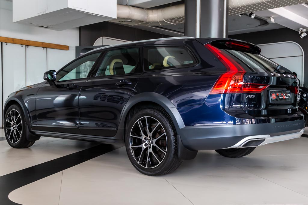 2017-Volvo-V90-Cross-Country-Inscription-31