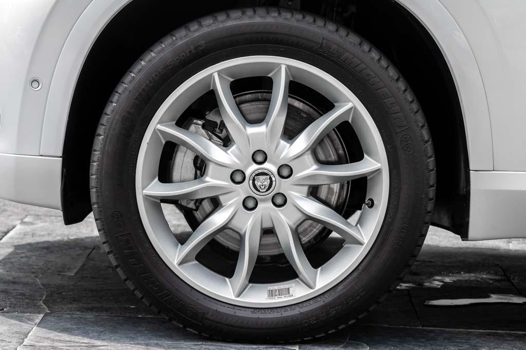 2017-Volvo-XC90-White-10