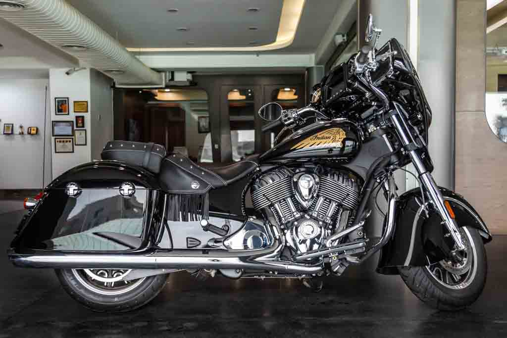 2018-Indian-Chieftain-Classic-Black-1