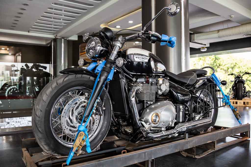 2018-Triumph-Speedmaster-Black-3