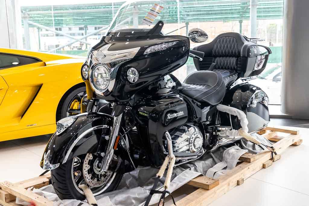 2019-Indian-Roadmaster-Gloss-Black-1