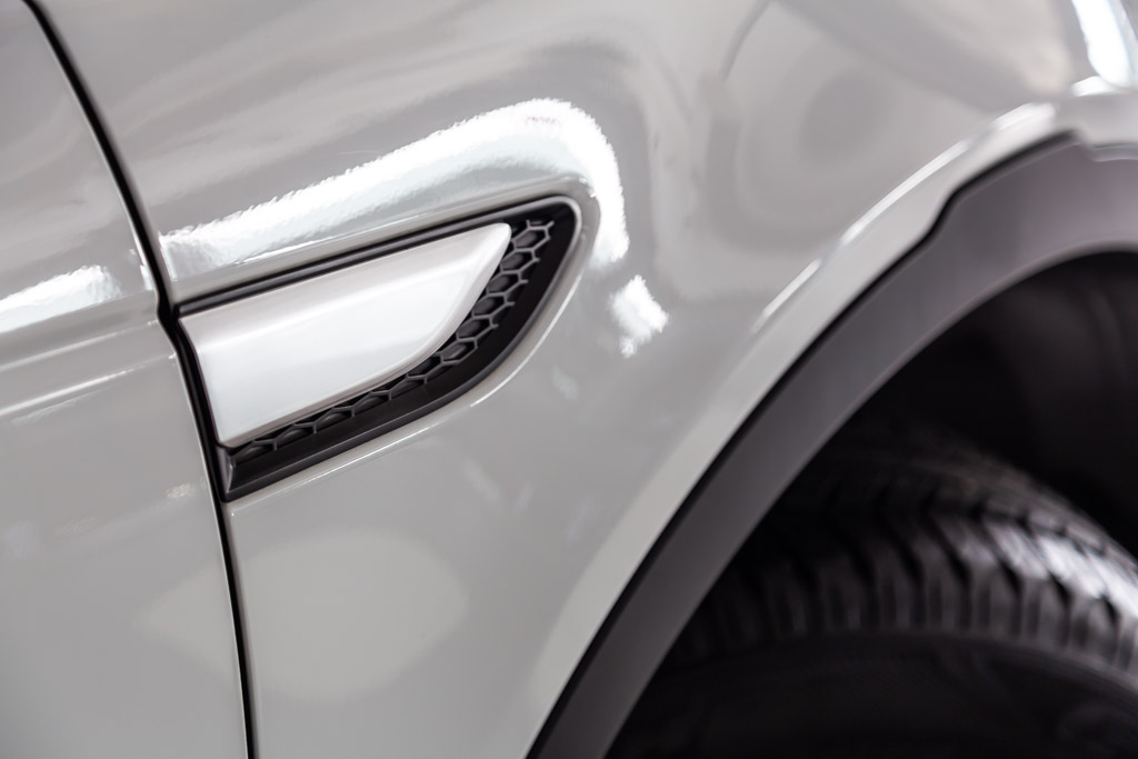 2019-Land-Rover-Discovery-Sport-HSE-White-31